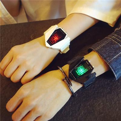 男女学生情侣手表一对韩版潮流创意个性学院风时尚发光运动电子表品牌资讯