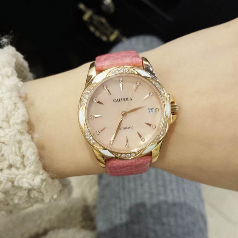 粉色陶瓷手表
