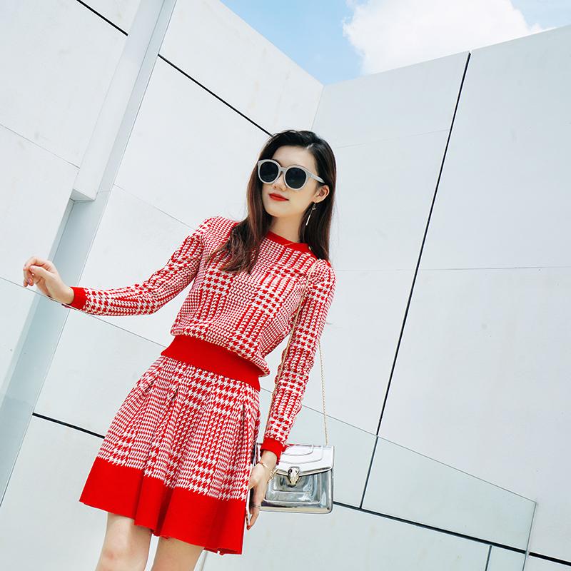 秋冬女装时尚两件套潮2017新款休闲A字红色格子小香风针织套装裙