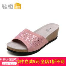 达芙妮旗下SHOEBOX鞋柜坡跟一字拖鞋姓感水钻女凉拖1115303121
