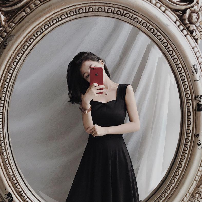 红色高腰连衣裙