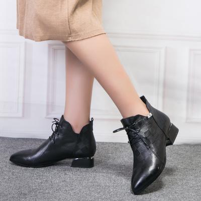 大码女靴41-43胖脚2018秋季新款粗跟显瘦马丁靴子真皮短靴马皇后