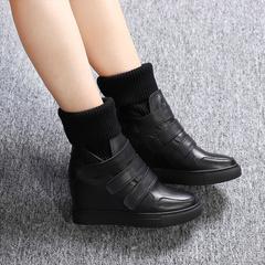 坡跟白色短靴女