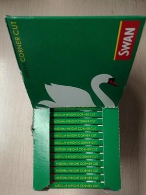 進口綠天鵝缺角 70mm手卷帶膠煙紙,一冊