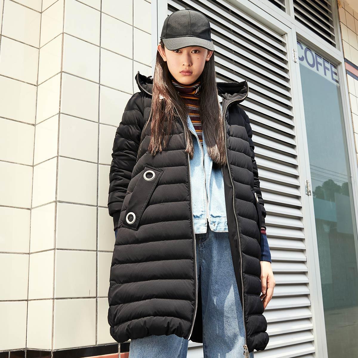 太平鳥女裝時尚輕薄羽絨服冬裝新款黑色中長款外套拉鏈上衣女