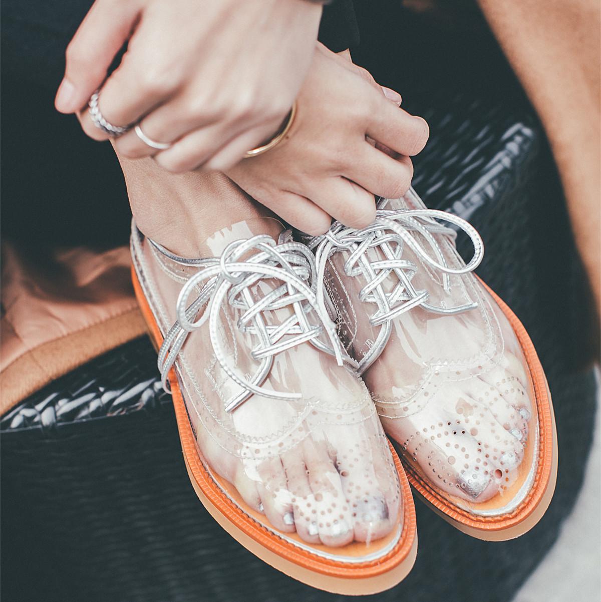 透明系带女鞋