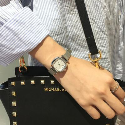 银色款手表