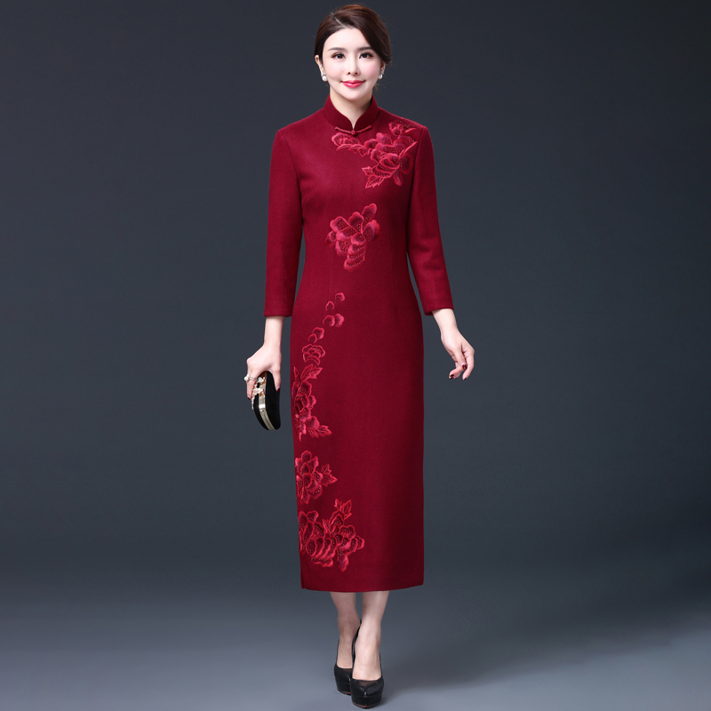 2018 autumn and winter new improved embroidery cheongsam long sleeve mother-in-law mother wedding mother knot