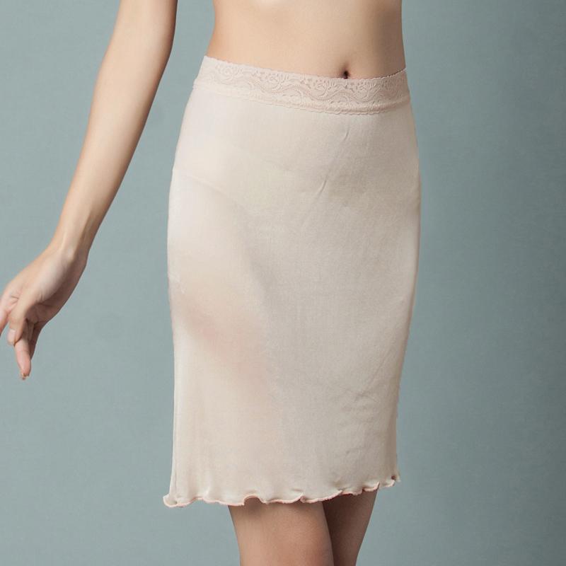 蕾丝纯白色衬裙
