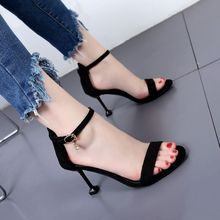 黑色百搭一字扣拼色露趾凉鞋 简约气质酒杯跟绒面高跟鞋 女夏季新款图片