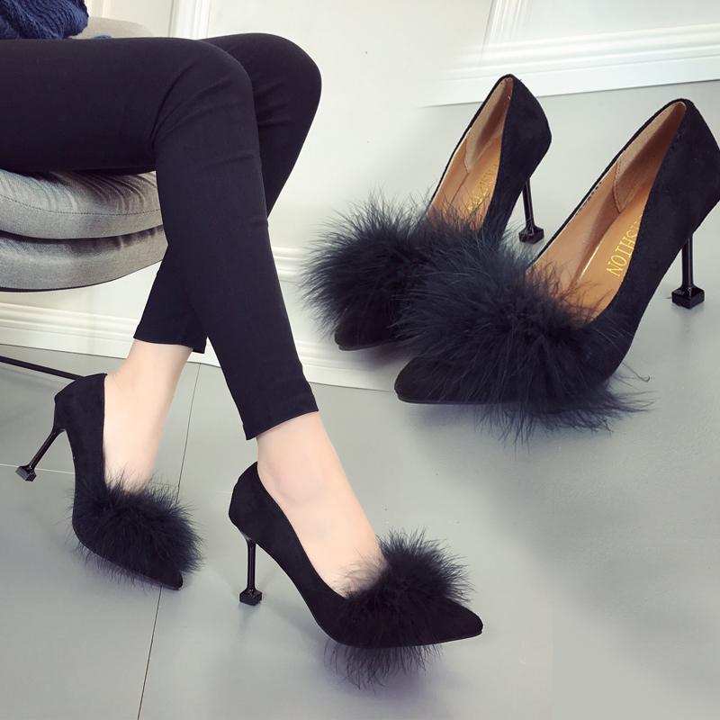 黑色带毛高跟鞋