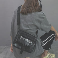 On the new small bag female 2019 new tide ins super fire slanting student fairy fashion wild Korean version of the 蹦di bag