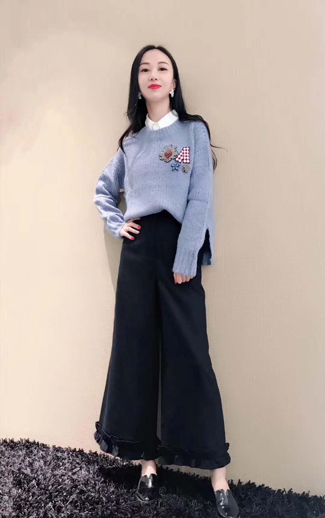 白领哥弟新2018秋冬新款国内正品代购时尚绣花羊毛针织衫女装毛衣