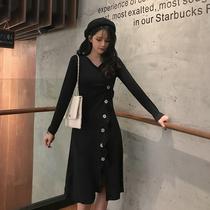 大码女装2019春装v领不对称荷叶边斜排扣开叉修身针织中长连衣裙