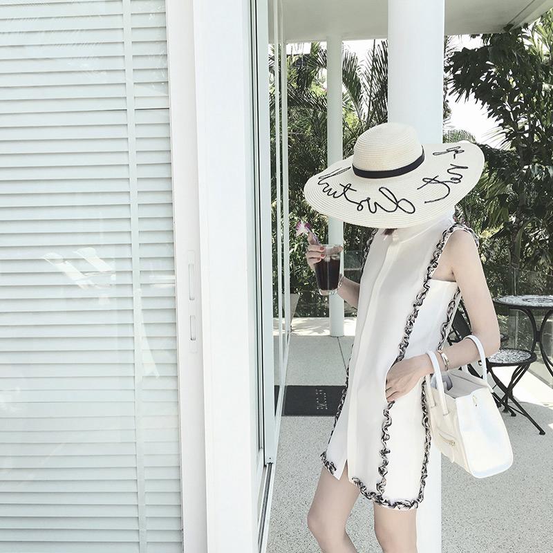无袖白色衬衫裙