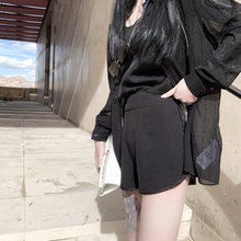 GUIJIANG Customizes New Leisure Ladies with Slender Black High-waist Shorts and Ribbons in Leisure Suits