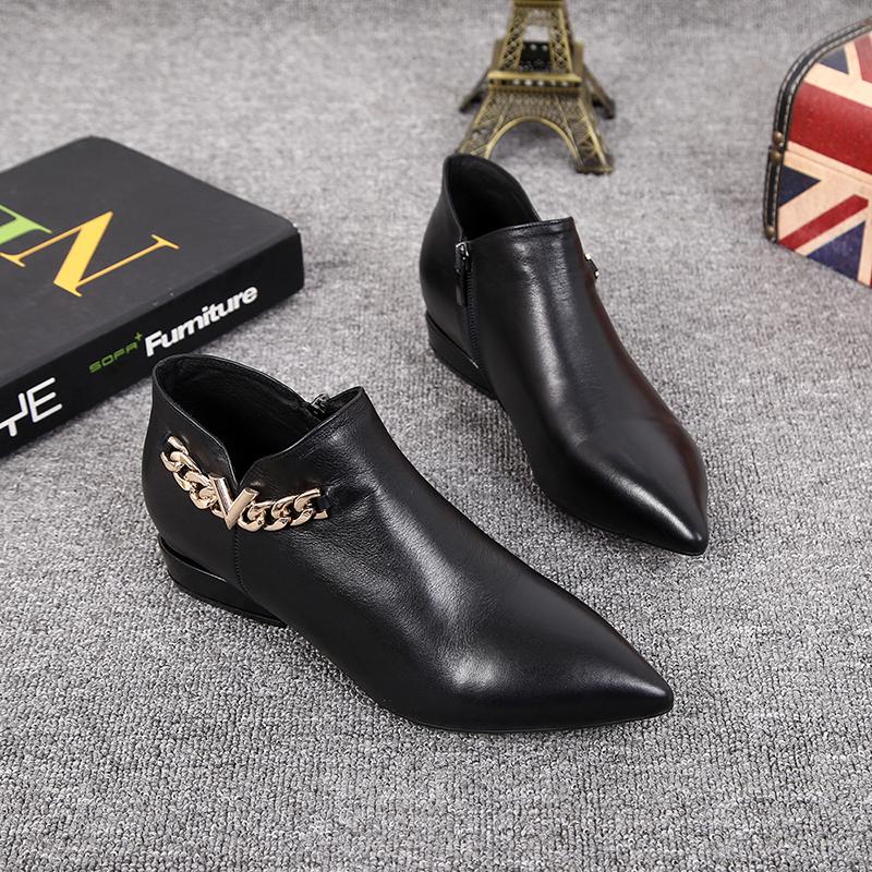 欧美风2019秋新款女鞋真皮平底金属链尖头英伦风短靴及踝女马丁靴