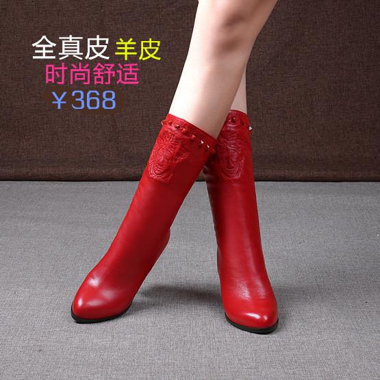 红色皮靴粗跟