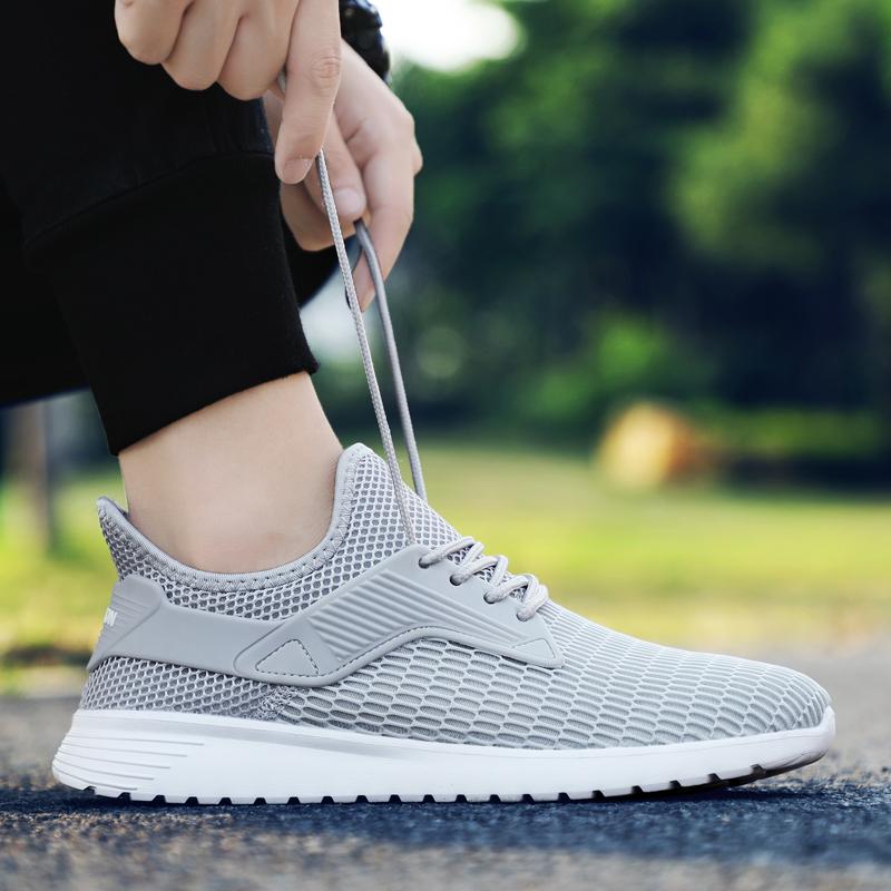 初左运动鞋