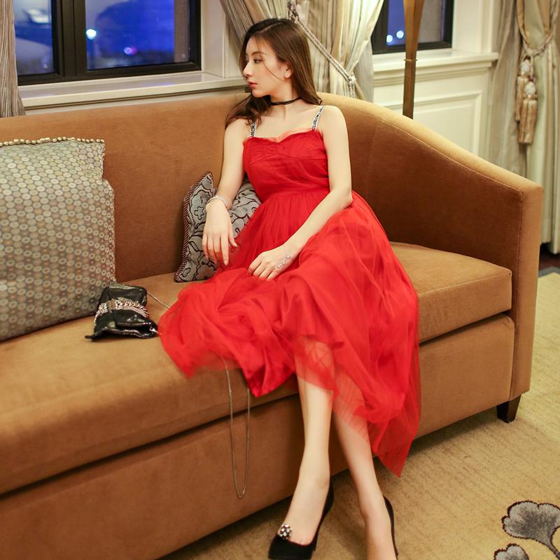 美国少妇木耳b图_少妇少女都在穿的小红裙,美炸了!