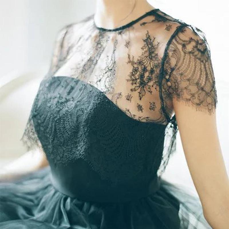 公主袖圆领蕾丝衫