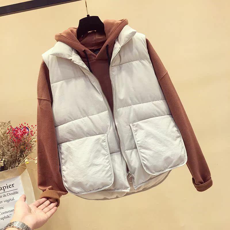 配马甲的毛衣女冬学生