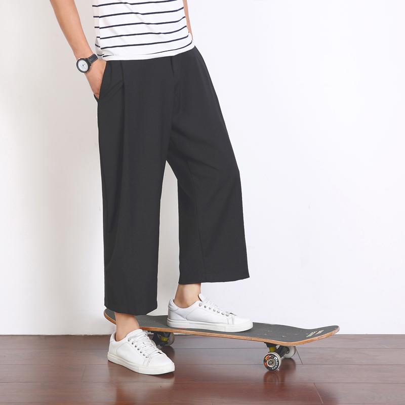 男生黑色直筒裤