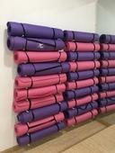 土豪瑜伽垫壁挂收纳架子狼牙棒瑜伽柱泡沫轴按摩棒滚筒放置整理架