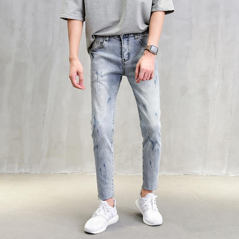 男生水洗蓝牛仔裤