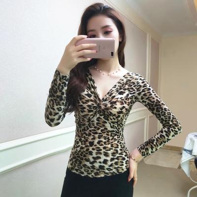 2018年秋款V领上衣 性感女装长袖打底衫 低胸收腰修身显瘦豹纹t恤
