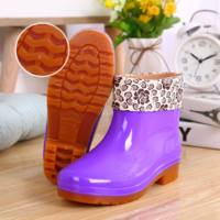 Jelly rain boots female short tube rain boots kitchen work waterproof shoes boots non-slip kitchen rubber shoes set shoes fashion summer