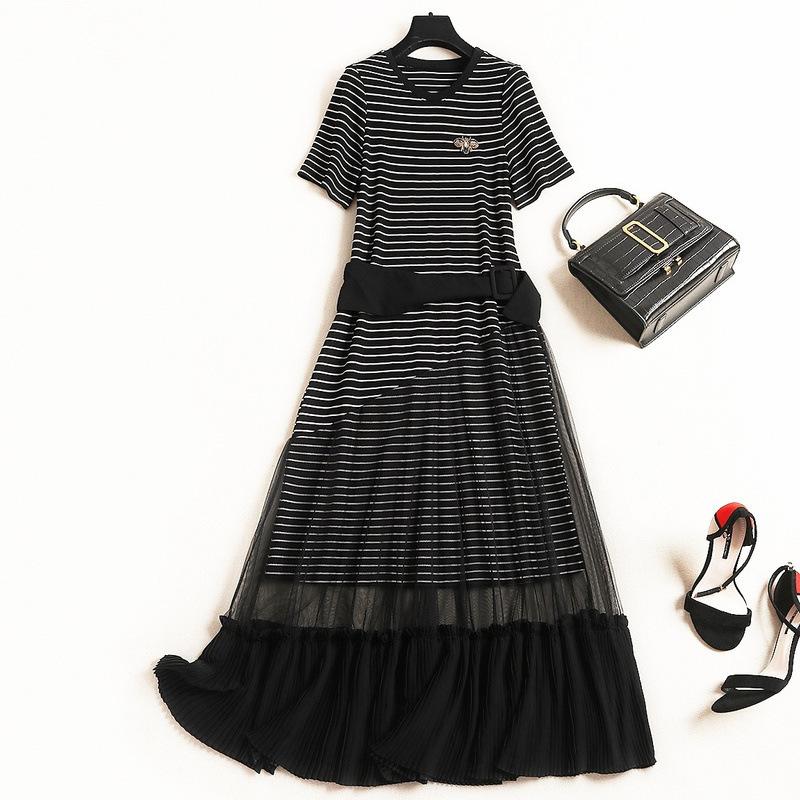夏季针织连衣裙女2019流行女装新款气质条纹短袖拼接网纱过膝长裙