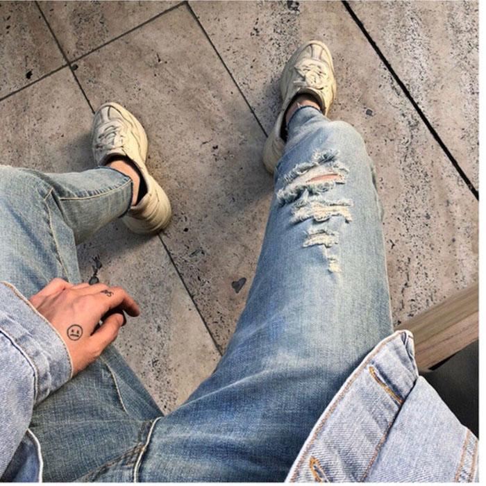 东大门韩国男装代购手工裂痕破洞浅色水洗修身九分小脚牛仔裤潮搭