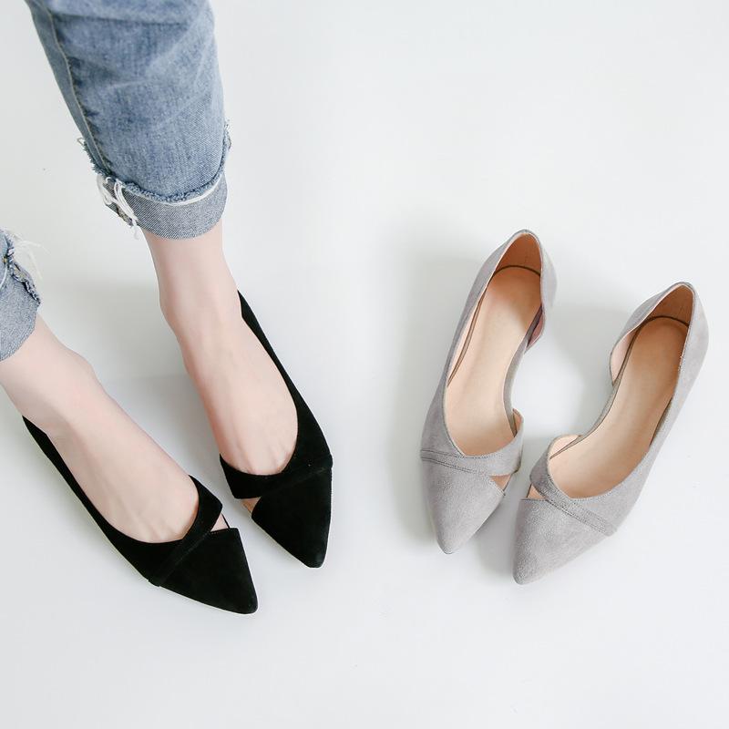磨砂皮尖头平底鞋