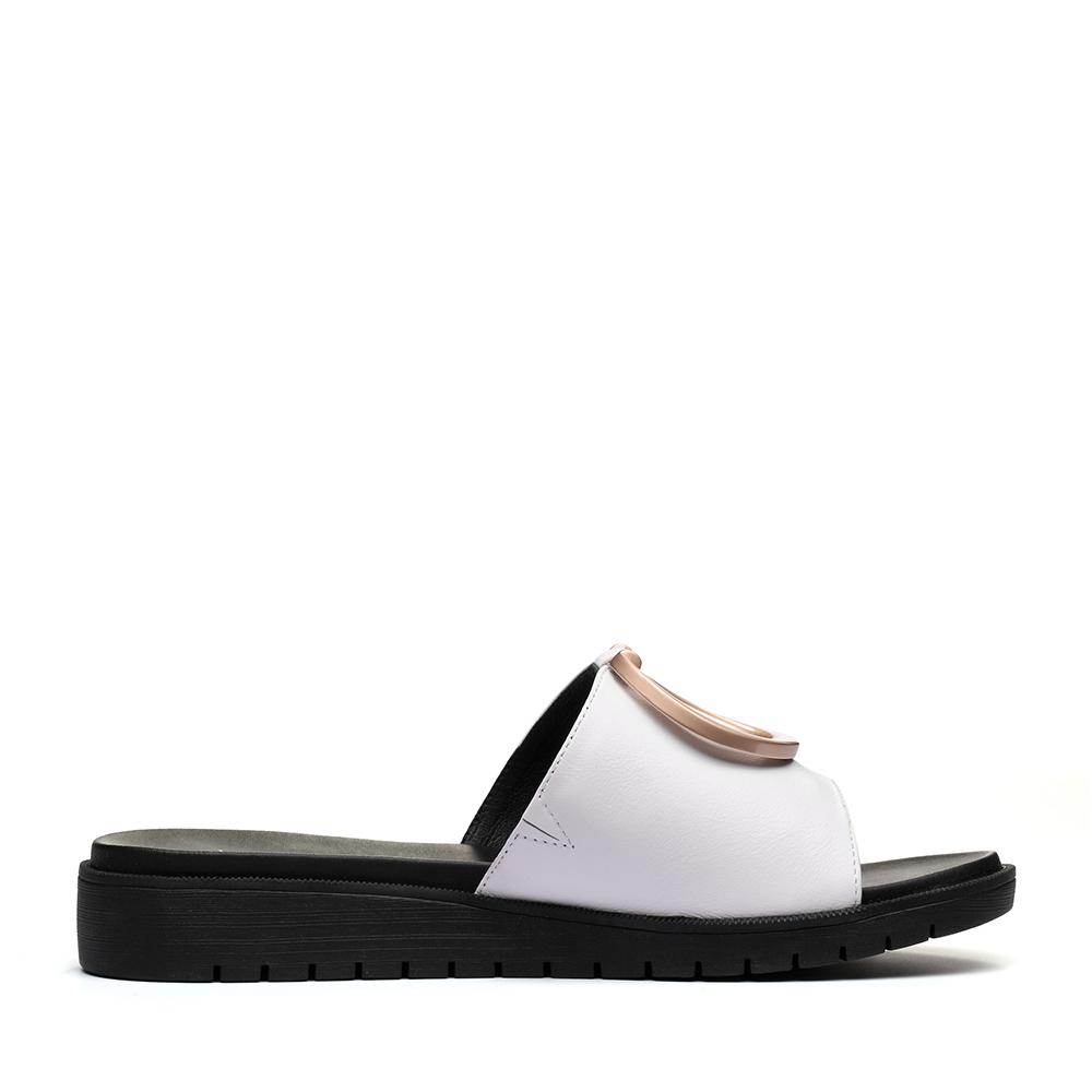 AP491BT7 聚天美意夏专柜同款牛皮几何大扣舒适平跟女凉拖鞋