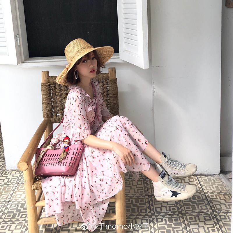 粉色碎花吊带裙