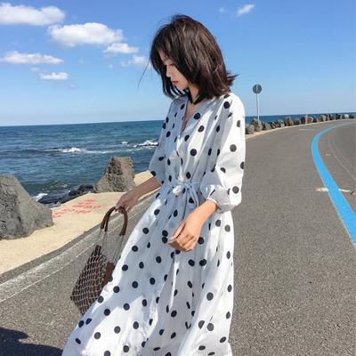 2019新款V领气质显瘦少女点点长裙法式优雅斑点大波点连衣裙女夏