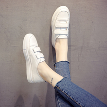 Spring 2019 Korean version of small white shoes female students with thick sole, leather magic, flat sole, leisure shoes ins white shoes