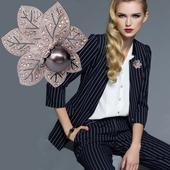 韩国水晶胸花朵型气质配饰百搭别针外套大气开衫珍珠女士胸针领针