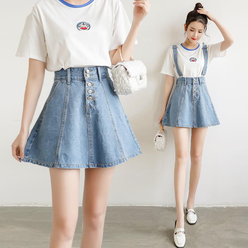 浅色背带短裙