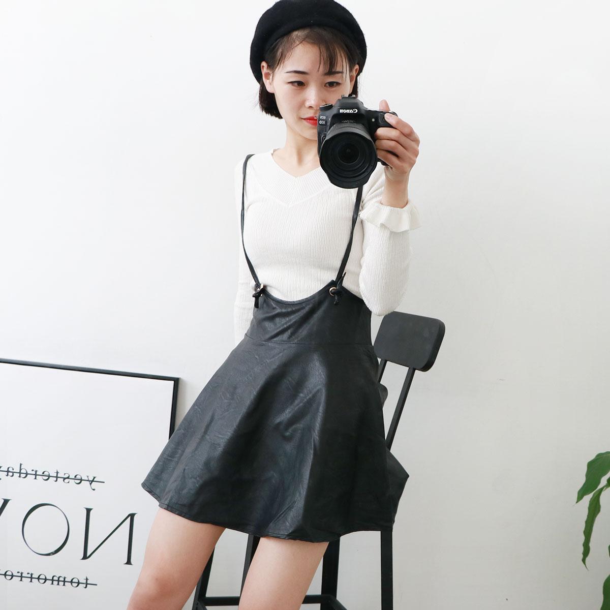 黑色背带皮裙