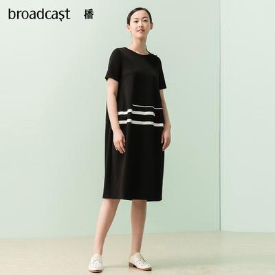 播 2018夏季新款女装简约拼条纹宽松短袖中长款连衣裙 DDL2L049