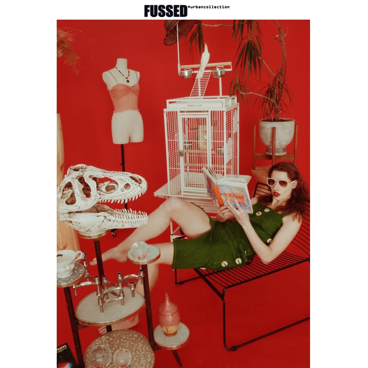 FUSSED 19SS小众独立设计师 进口树叶绿编织面料牛角扣修身连衣裙图片