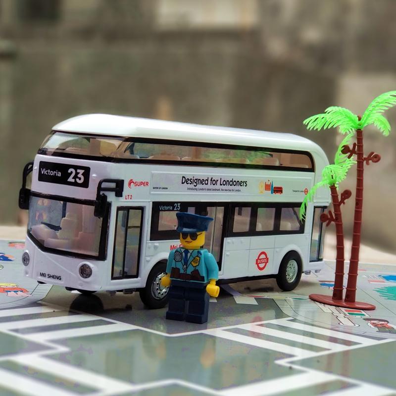 合金伦敦双层巴士公交汽车模型闪光音儿童礼物回力玩具车