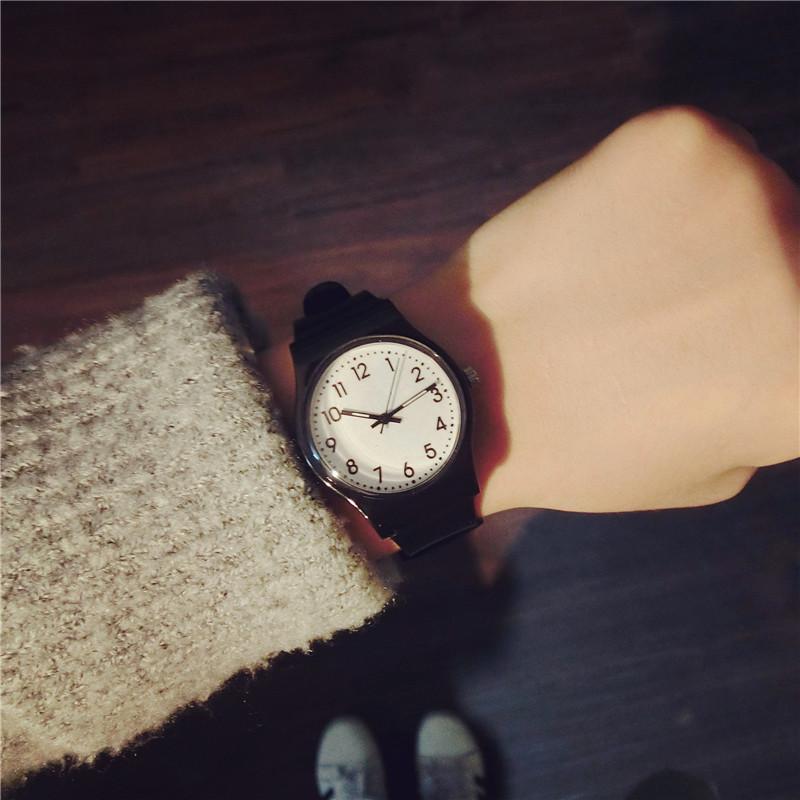 韩国时尚女表韩版初中学生潮流白色橡胶带休闲简约款女生手表女孩