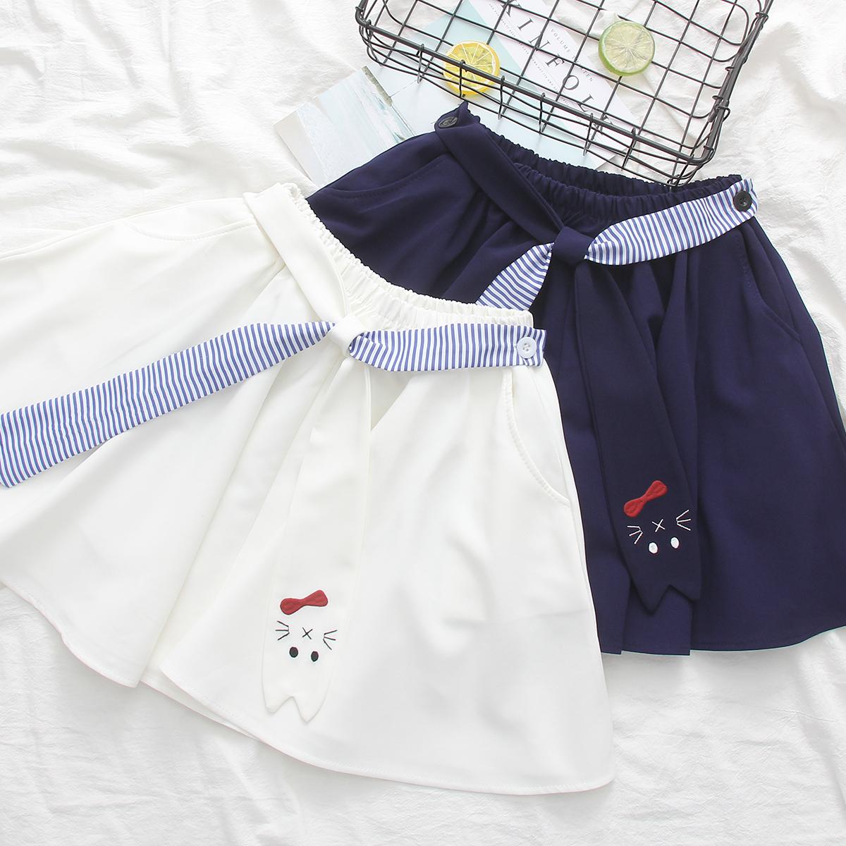 刺绣带短裙