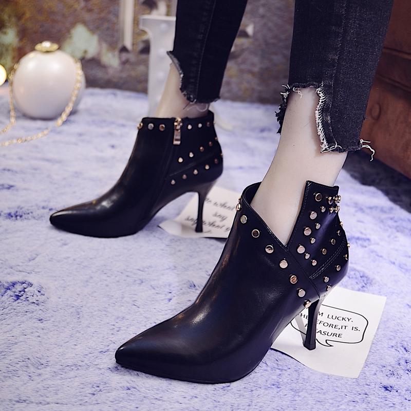 尖頭鉚釘踝靴