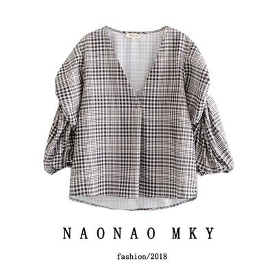 2018秋季新款女装欧美范时尚V领不规则宽松显瘦皱痕格子衬衫上衣