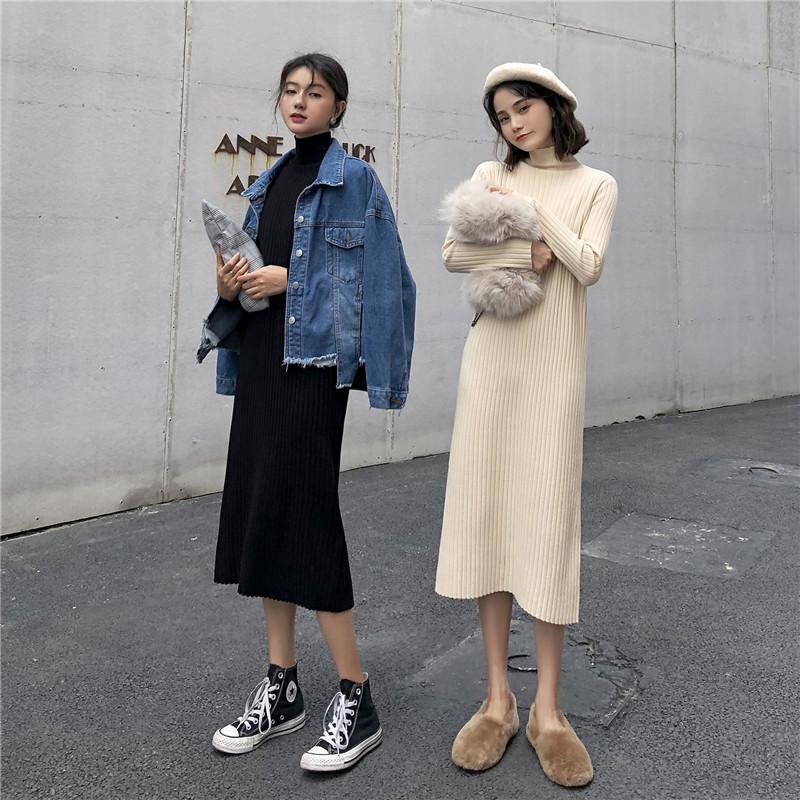 秋冬新款韩版过膝针织连衣裙女配大衣的中长款法国复古打底针织裙