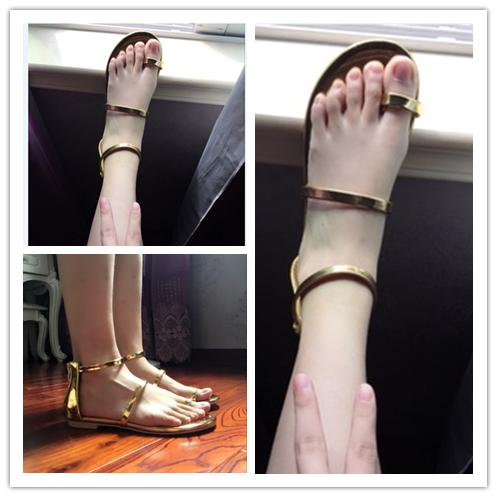 金色夹趾凉鞋